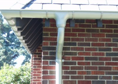 euro half round gutter against a brick house
